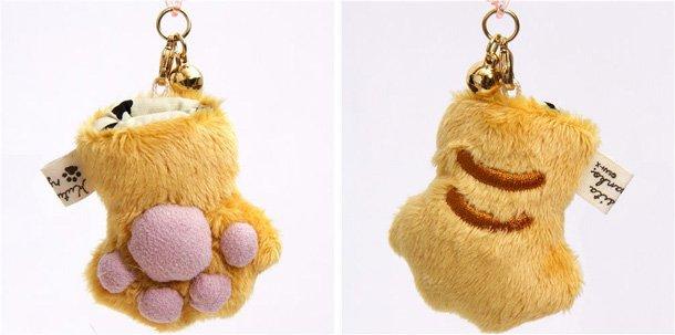 plush-charm-brown-cat-paw