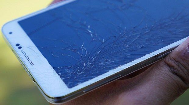Samsung-Galaxy-Note-3-drop-test-cracked-screen-aa-10