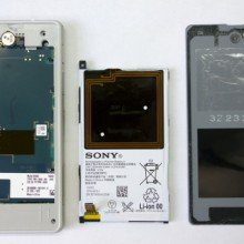 Xperia-Z1-Compact-Disassembly_2-640x430