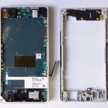 Xperia-Z1-Compact-Disassembly_3-640x581