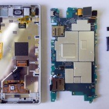 Xperia-Z1-Compact-Disassembly_4-640x507
