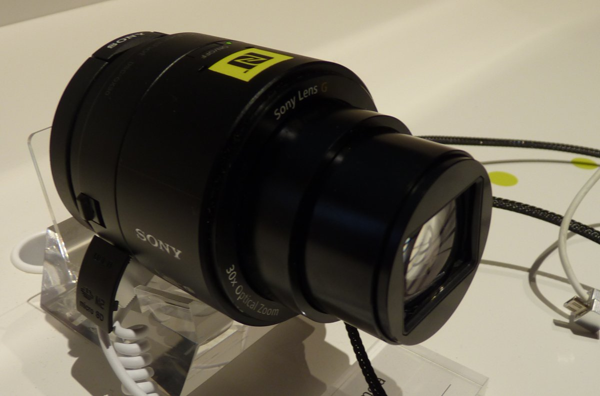 Sony-QX30-2