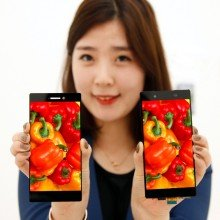 LG-1080p-smartphone-display-with-0.7mm-narrow-bezel