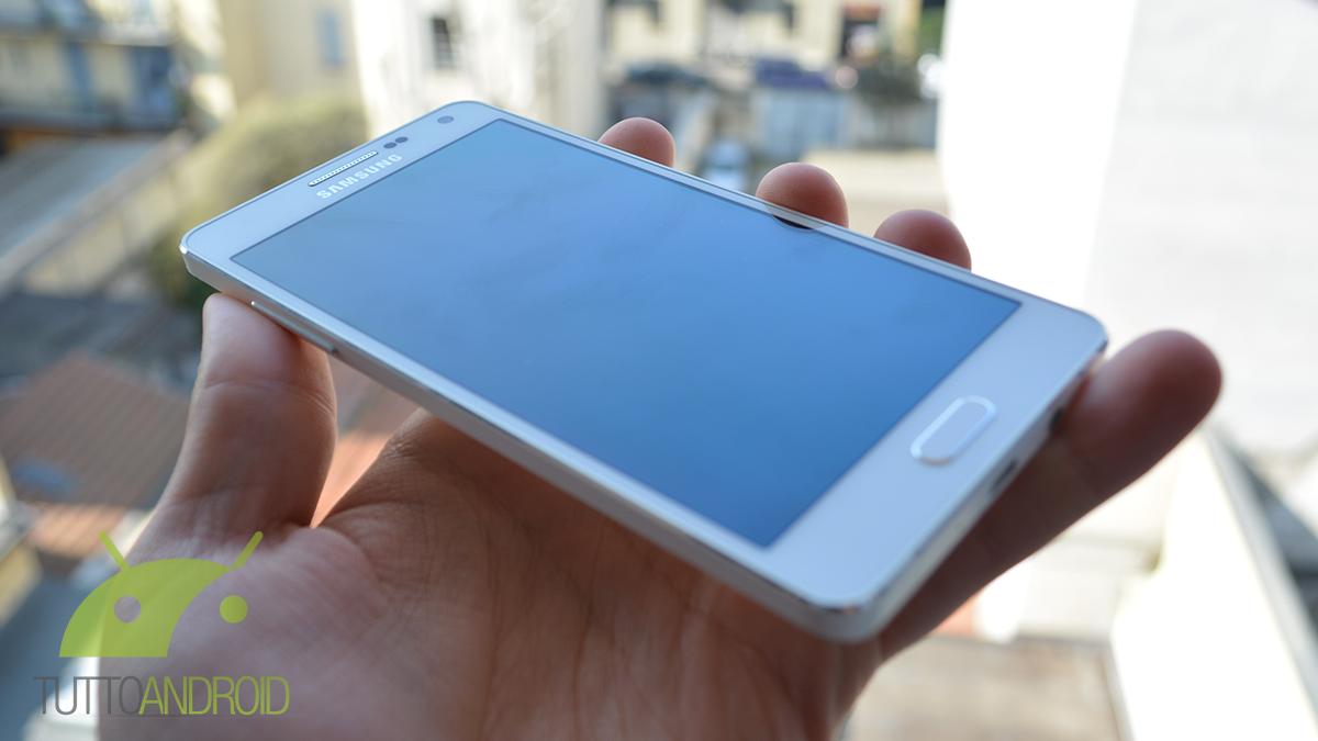 Samsung Galaxy A5 (2017), prime possibili immagini della cover metallica