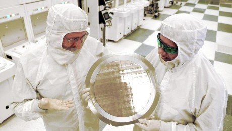 Ibm 7nm test chip wafer e1436481459636