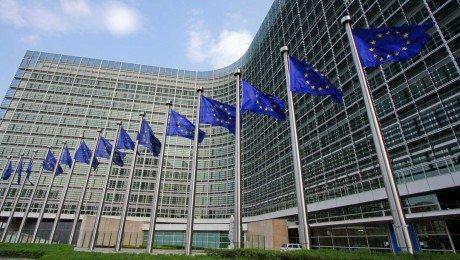 European Commission flags 1 e1439421482257