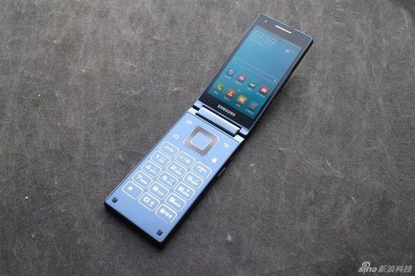 Prime Immagini Reali Dello Smartphone A Conchiglia Di