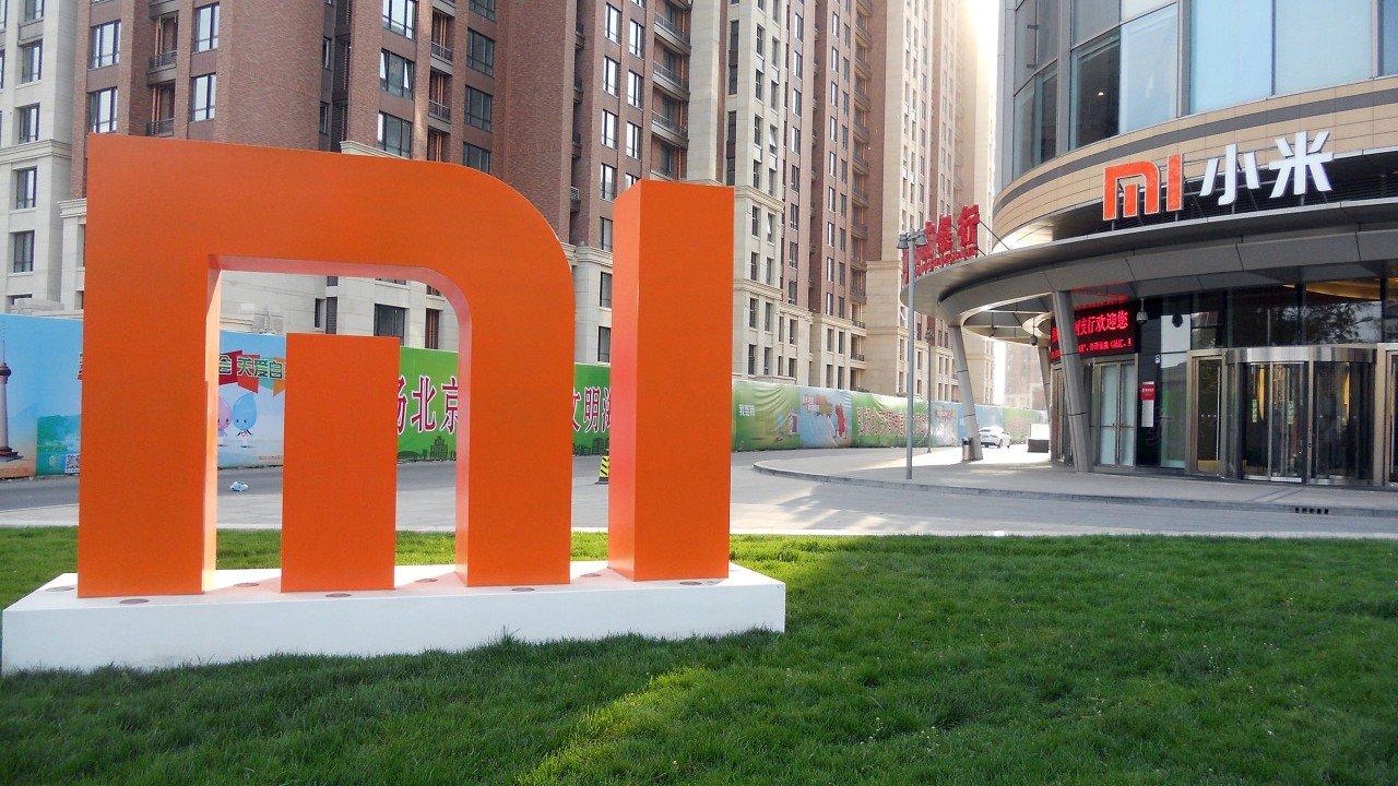 Un nuovo brevetto di Xiaomi mostra uno smartphone con displa