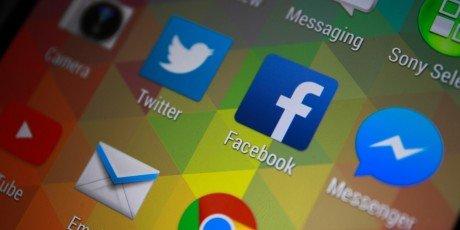 Shutterstock 244116676 Facebook and Messenger