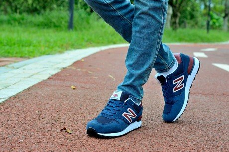 New Balance 670 Mens Shoes in Navy with Red Logo 13