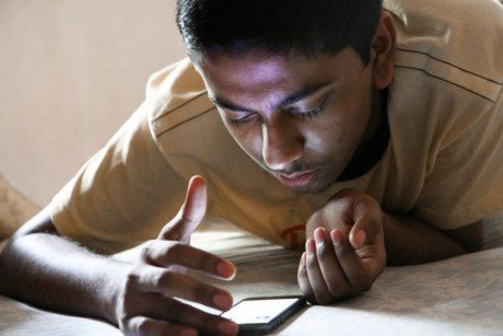 Smartphone user india 840x560