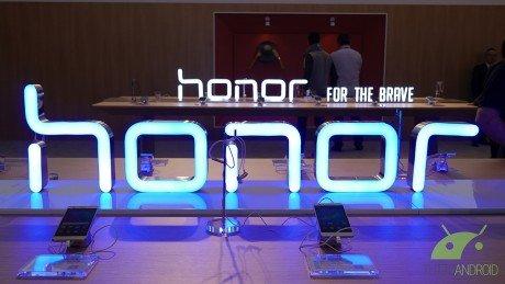 Il presunto Honor Magic 2 si mostra con una triplice fotocam