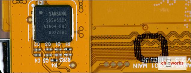15-Samsung-Galaxy-S7-Teardown-Touch-Screen-Controller