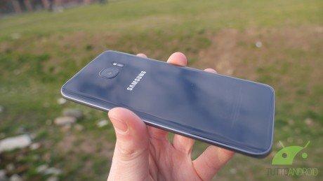 Samsung Galaxy S7  e S7 edge si aggiornano con le patch di sicurezza di luglio in Italia