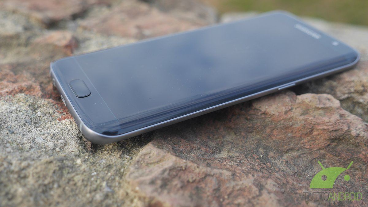 Samsung Galaxy S7 e Galaxy S7 Edge iniziano a ricevere le patch di ottobre