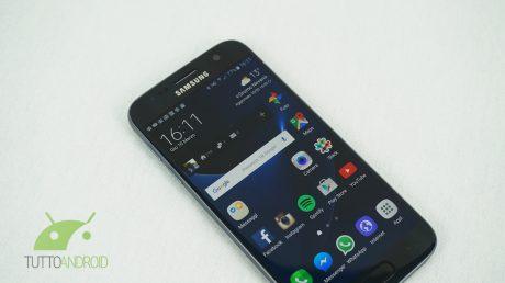 Samsung rilascia un aggiornamento per Galaxy S7, Galaxy C7,