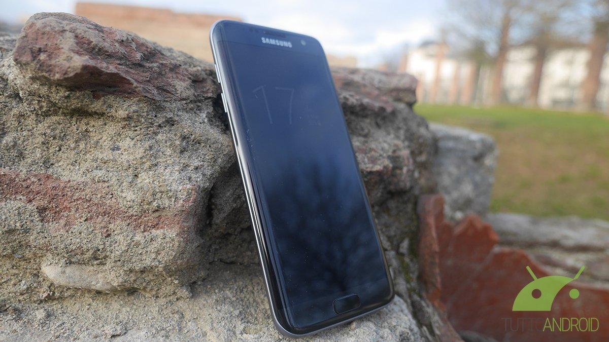 Samsung Galaxy S7 Edge nominato miglior smartphone dell'anno
