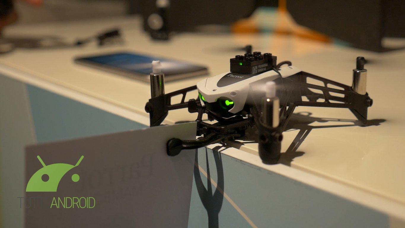 parrot mambo e swing i nuovi mini droni video tuttoandroid. Black Bedroom Furniture Sets. Home Design Ideas