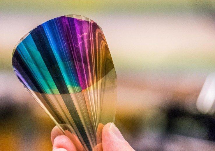 Una nuova tecnologia rende la carta elettronica a colori, con risoluzioni di 10000 DPI