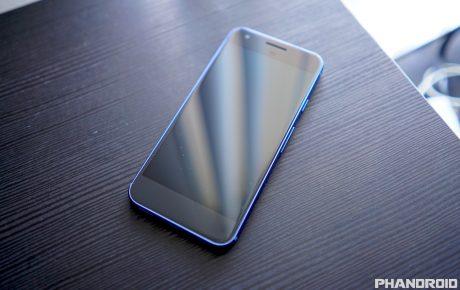 Blue Google Pixel black front DSC01418