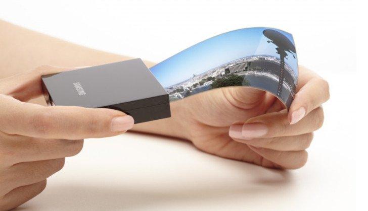 Samsung vuole produrre display pieghevoli negli USA e intanto certifica un costosissimo telefono a conchiglia