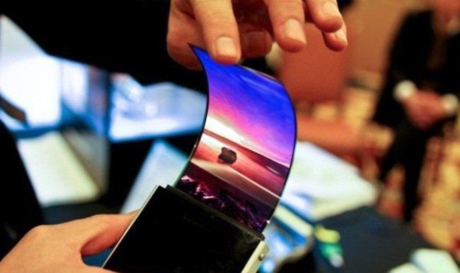 Samsung brevetta un display flessibile che si piega da solo