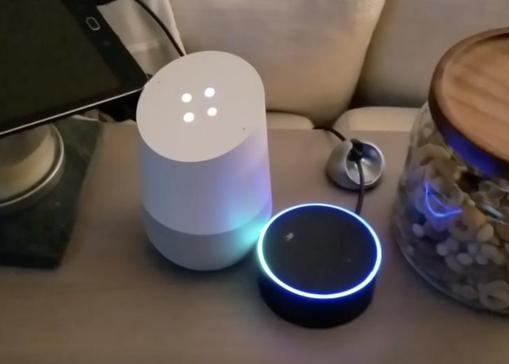 Google Home e Amazon Echo conversano tra loro in loop in video