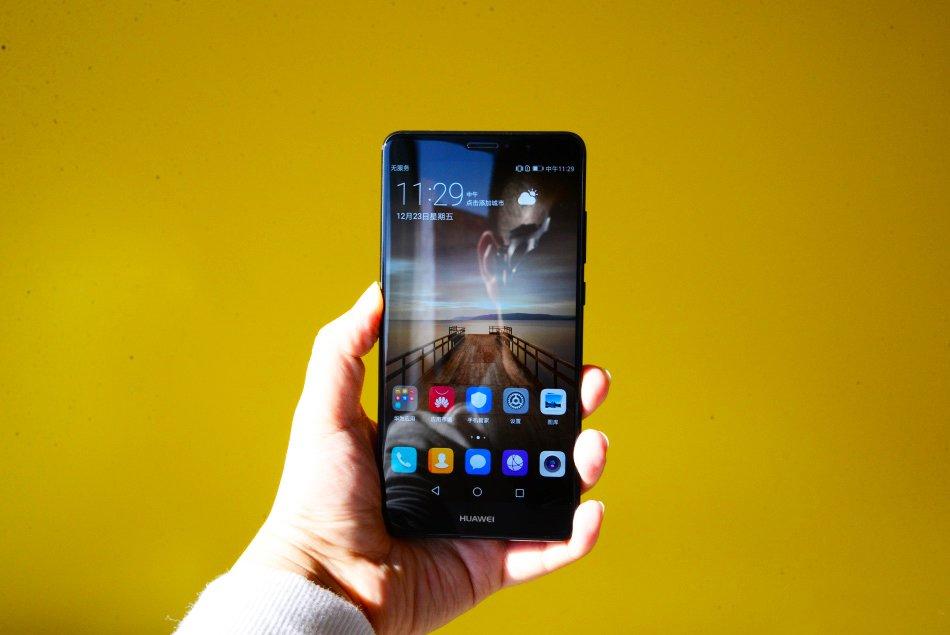 Huawei P10: display dual-edge e fingerprint anteriore