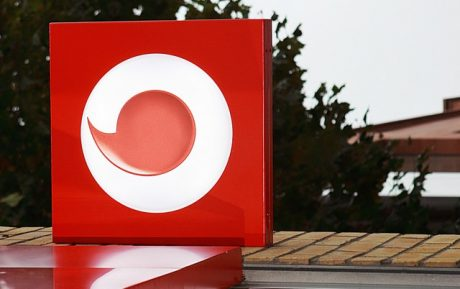Vodafone Spring&Win mette in palio ricariche da 5€ e dieci Vodafone Smart Platinum