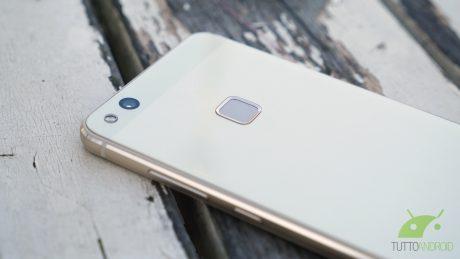 7 Huawei P10 Lite