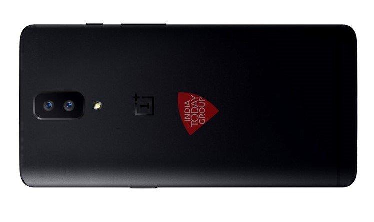 OnePlus 5: una immagine conferma la doppia fotocamera