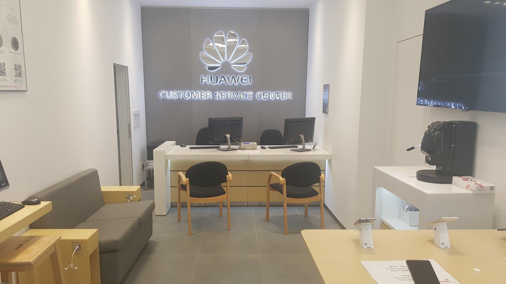 Huawei inaugura il nuovo centro assistenza monomarca di Catania