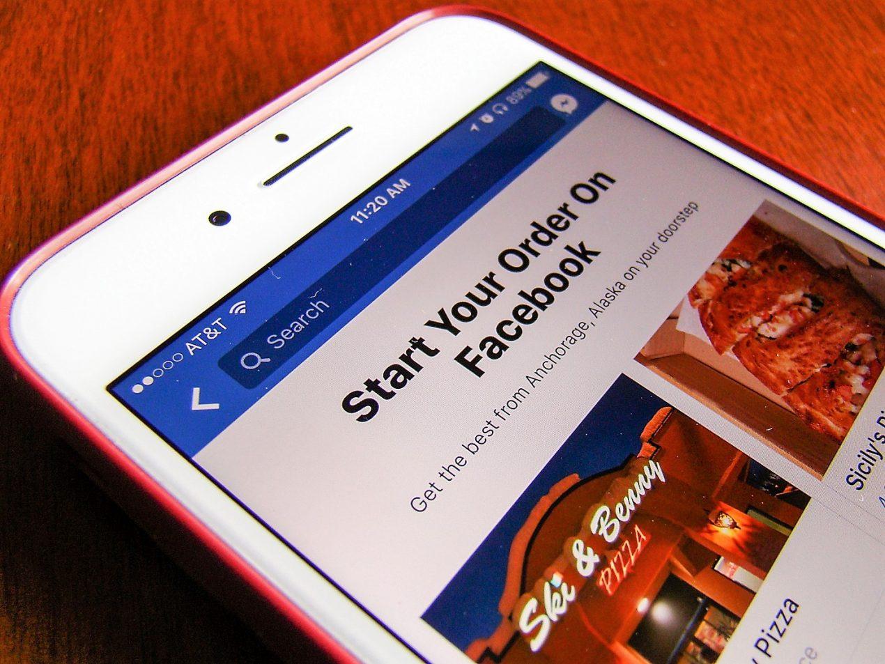 Negli USA si può ordinare cibo direttamente da Facebook