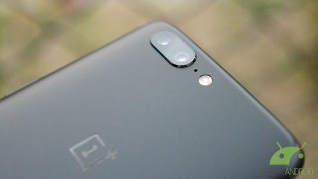 """OnePlus 5T, """"esplode la bomba"""": un nuovo render svela parte del frontale"""