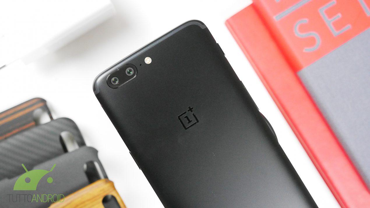 OnePlus 5 è già doppio aggiornamento: le prime critiche social