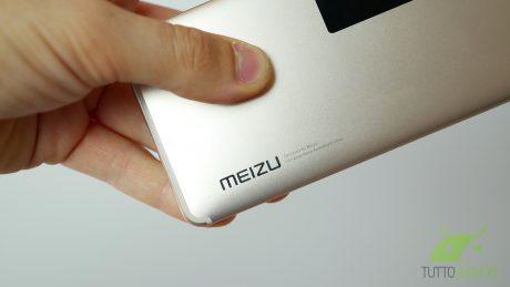 Meizu m1712 dovrebbe avere un display full screen secondo queste foto