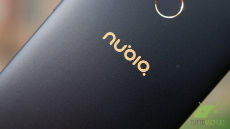 Nubia prova a reinventare lo schermo bezel less, Samsung Galaxy S9 compare in nuovi schizzi