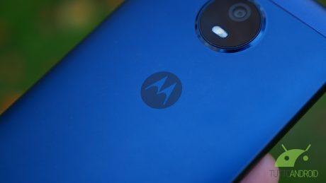 Un brevetto mostra il possibile ritratto di Motorola RAZR 20