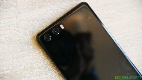 Ecco un prototipo di Huawei P20 in tante foto: niente tasto