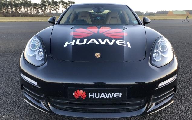 Huawei Mate 10 Pro guida una Porsche Panamera grazie al progetto RoadReader