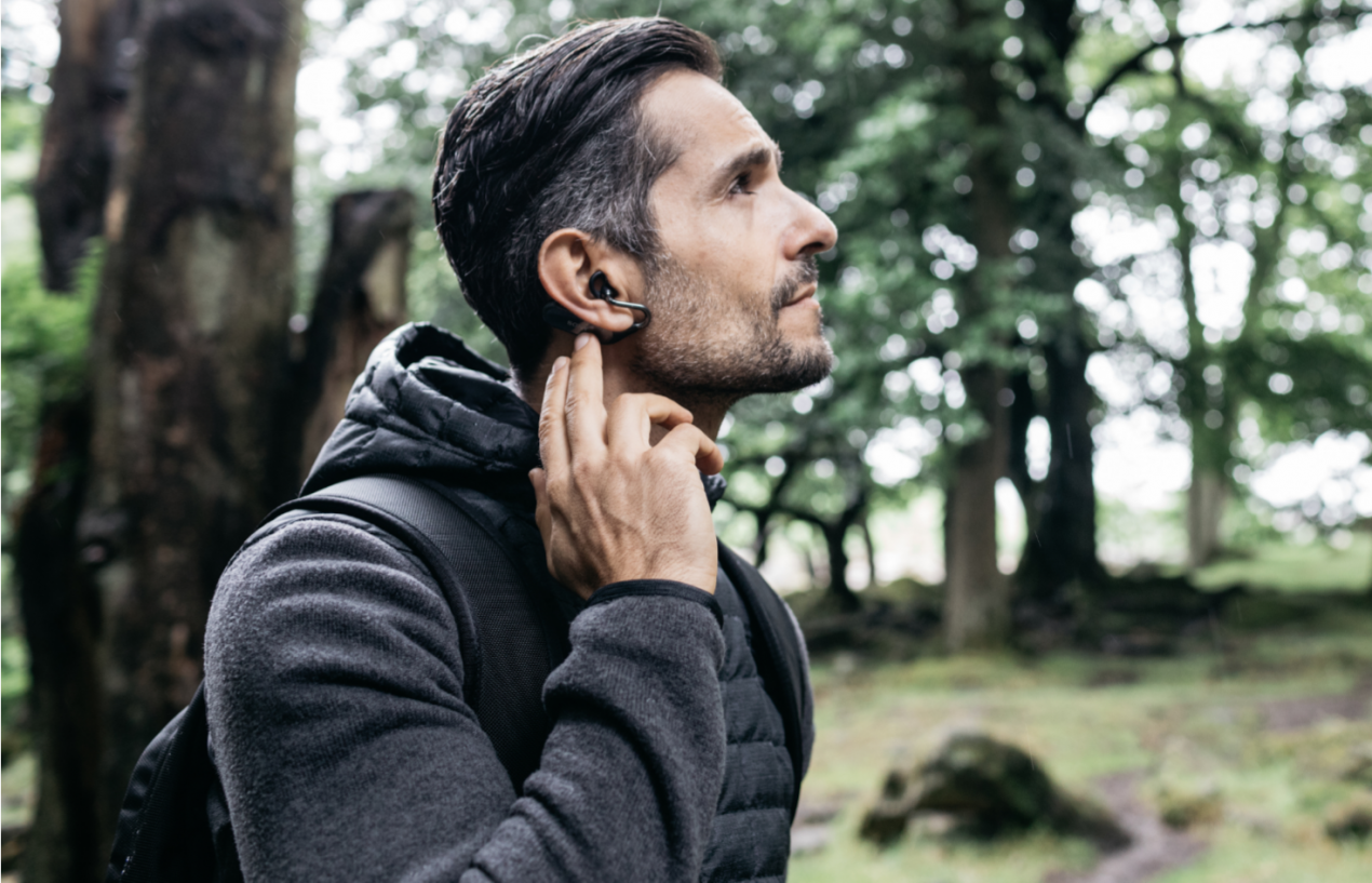 Sony Xperia Ear Duo, auricolari wireless intelligenti con conduttore acustico spaziale