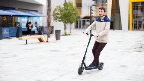 ARCHOS presenta il primo scooter elettrico con Android a bor