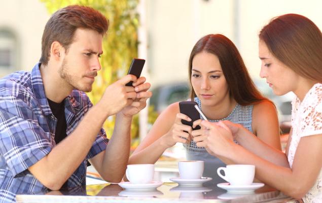 L'utilizzo intenso dello smartphone può causare una seria tendinite