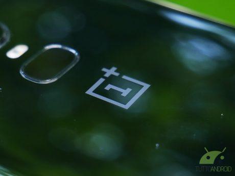 """OnePlus 6T si mostra dal vivo sfoggiando un notch """"minimal"""""""