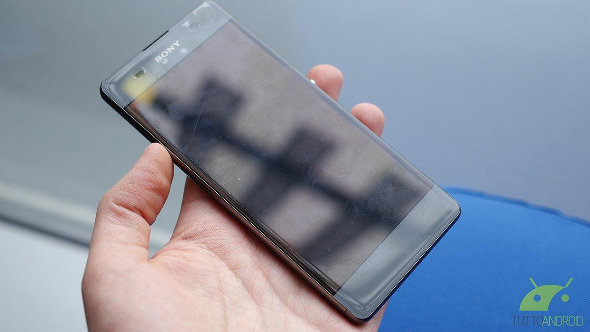 Sony Xperia XA Ultra: display da 6 pollici e selfie-cam da 16MP