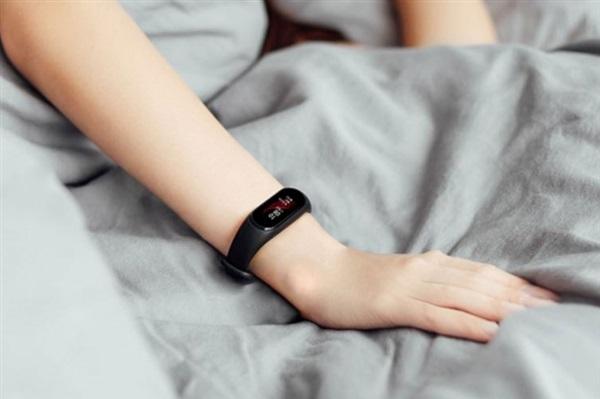Si può fare meglio di Mi Band 3? Ecco Xiaomi Black Plus NFC, la nuova smartband di Xiaomi