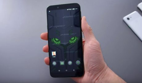 "Xiaomi Black Shark 2 sfida in un video altre due ""bestie"" da gaming"