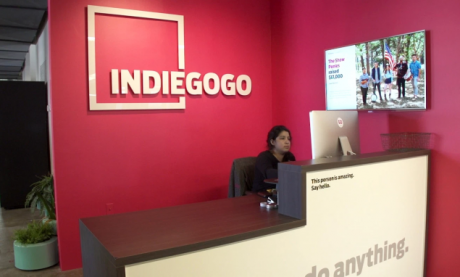 """Cosmo Communicator """"distrugge"""" l'obiettivo su Indiegogo, che"""