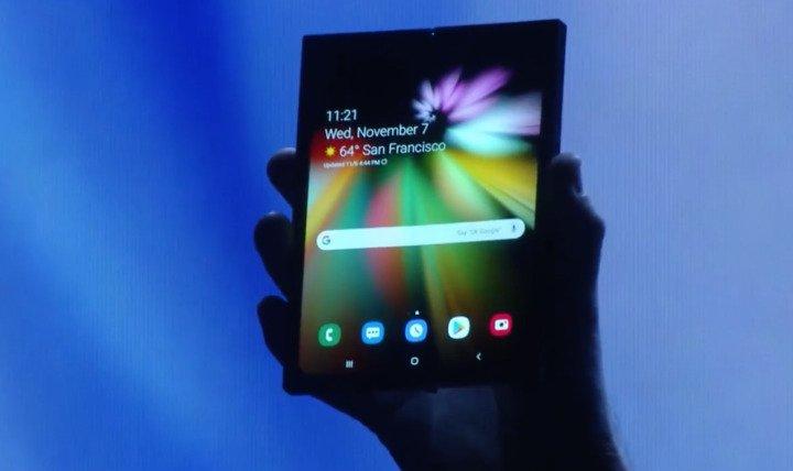 Samsung annuncia Infinity Flex, il suo primo display-smartphone pieghevole