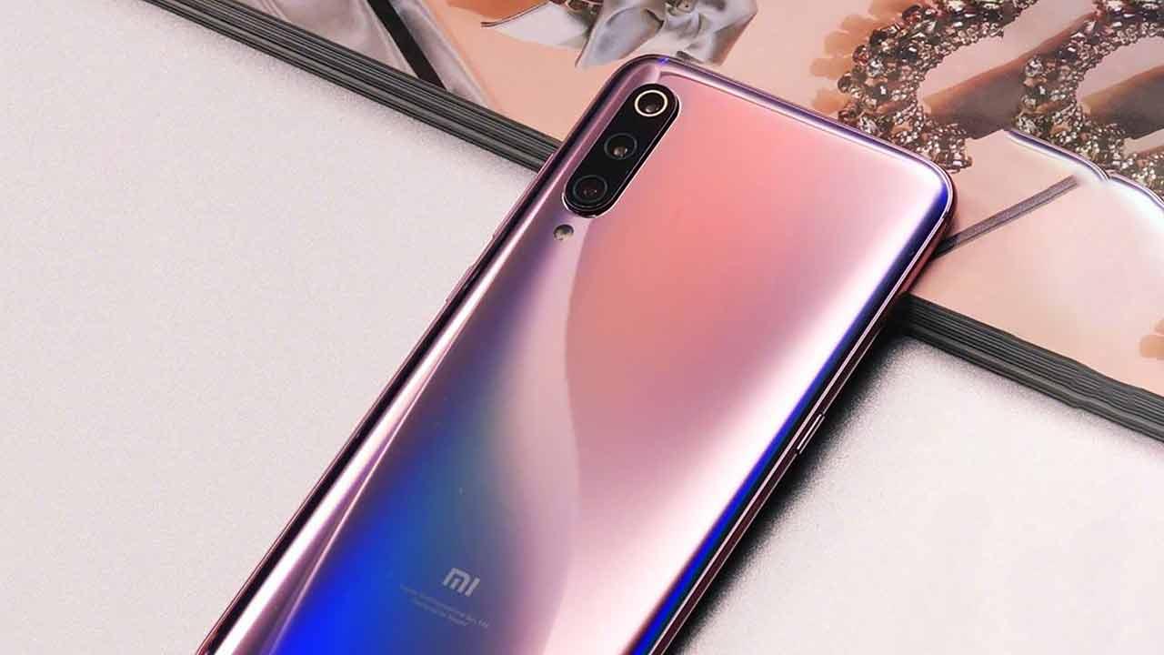 Xiaomi Mi 9 è disponibile in Italia nella colorazione Lavender Violet
